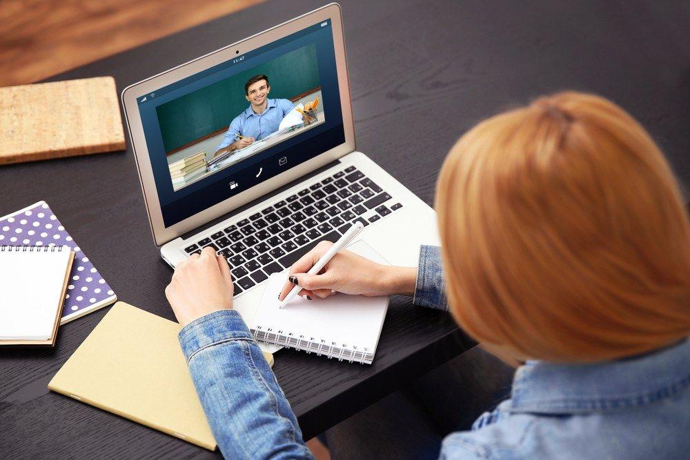 Φοιτητές θα μπορούν να παρακολουθούν μαθήματα από το σπίτι